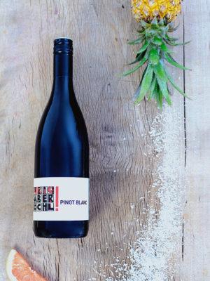 Eine Flasche Pinot Blanc vom Weingut Faber-Köchl