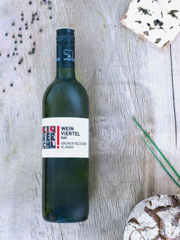 Eine Flasche Weinviertel DAC Klassik vom Weingut Faber-Köchl