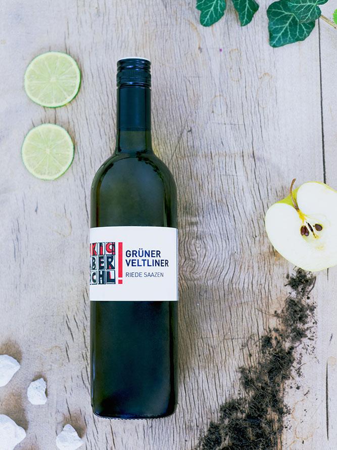 Eine Flasche Grüner Veltliner Saazen vom Weingut Faber-Köchl