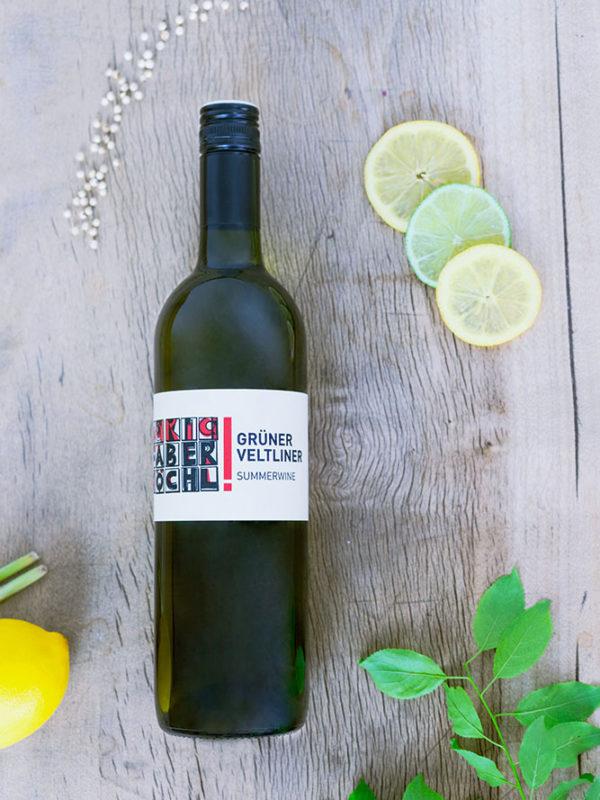 Eine Flasche Grüner Veltliner Summerwine vom Weingut Faber-Köchl
