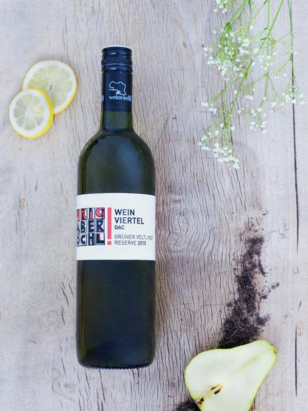 Eine Flasche Weinviertel DAC Reserve vom Weingut Faber-Köchl