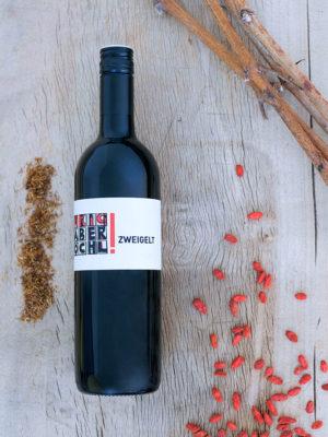 Eine Flasche Zweigelt des Bio-Weinguts Faber-Köchl