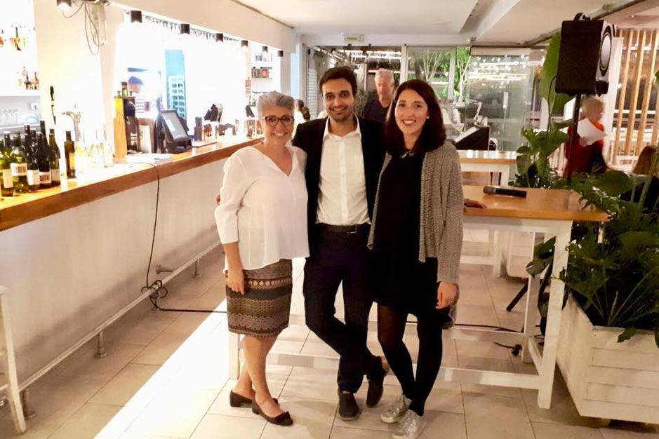 Maria Faber-Köchl mit Weinhändler Nicos Marcou und Anna Faber